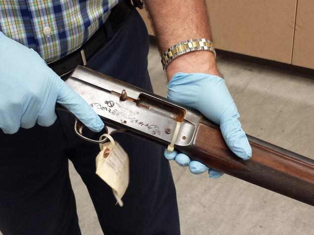 Dopo 22 anni le foto del fucile del suicidio di Kurt Cobain -  Foto