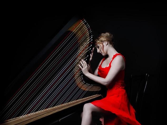 """Musica: l'arpa di Floraleda Sacchi, """"con lei suono l'impossibile"""""""