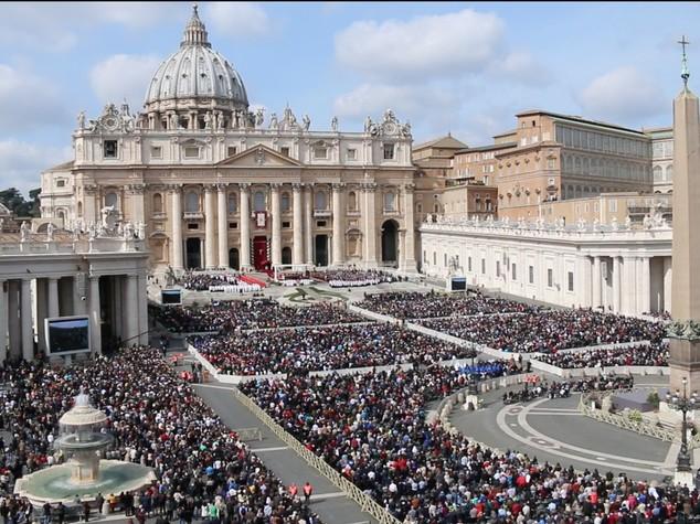 Domenica delle Palme, omelia del Papa davanti a piazza gremita - VIDEO