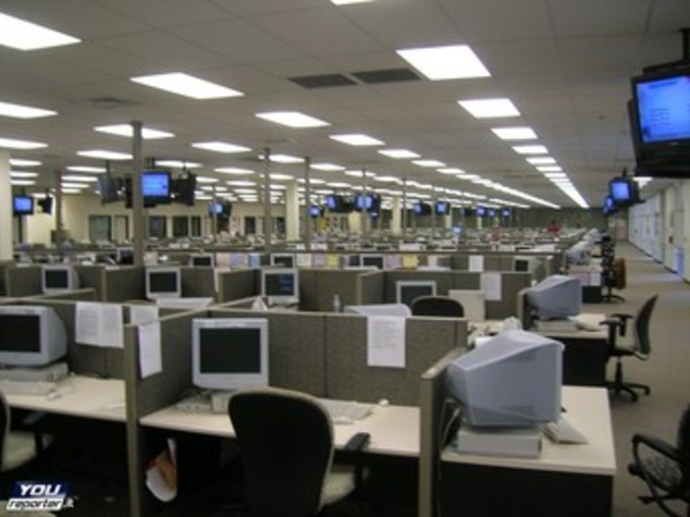 Almaviva chiude i call center Roma e Napoli, persi 2.500 posti