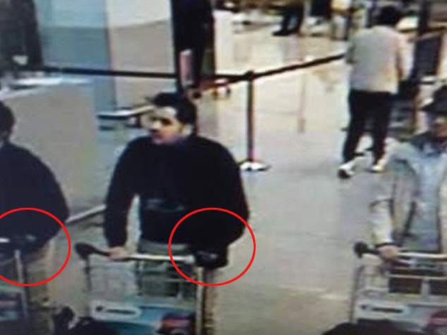 Ecco i kamikaze dell'aeroporto, caccia al terzo uomo