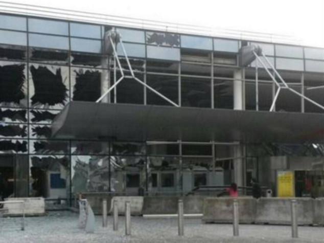 Bruxelles: aeroporto chiuso fino a lunedi' compreso