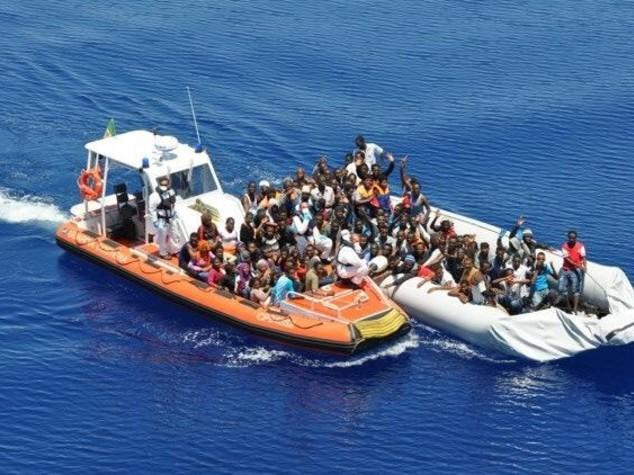 Marina militare, 1.759 migranti salvati in 24 ore