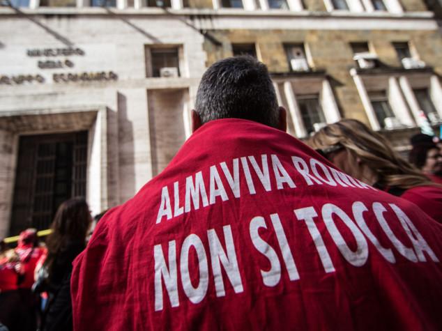 Almaviva sospende i trasferimenti di Palermo