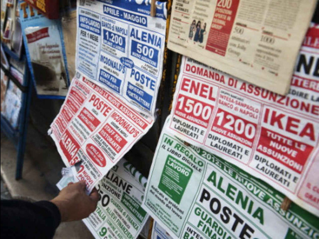 Italy's youth unemployment falls to 43 percent