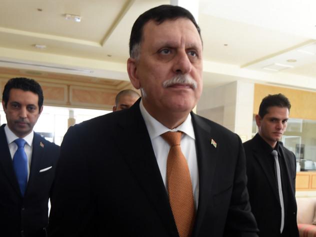 Libia, il governo di Tripoli si arrende: potere a Serraj