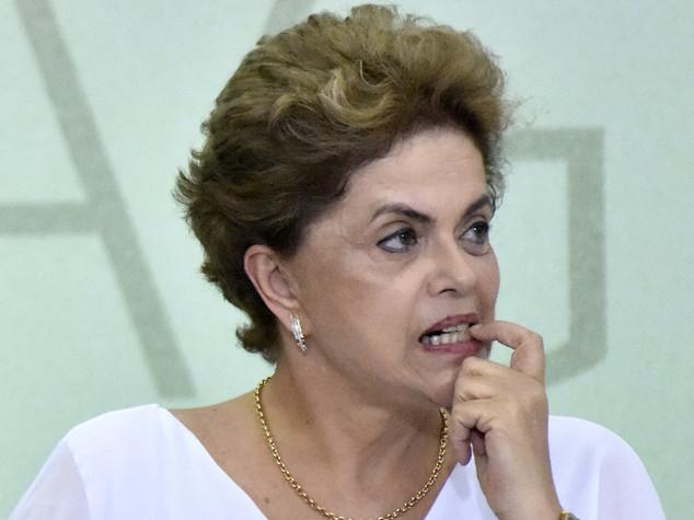 Brasile, movimenti sociali e sindacati in piazza per difendere Rousseff