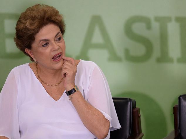 """Via libera al processo su Rousseff, """"presidenta"""" a rischio destituzione"""