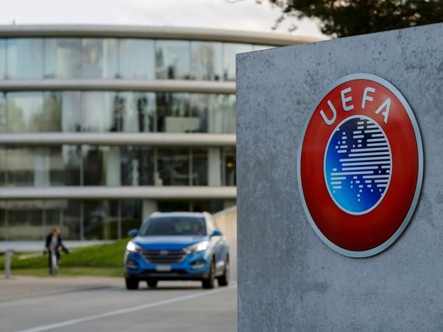 Uefa, una poltrona per due: Ceferin sfida van Praag
