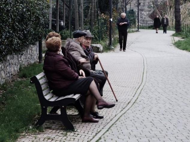 Italia giù a sorpresa speranza vita: 80,1 uomini, 84,7 donne