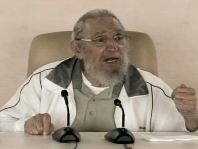 Cuba, Fidel riappare in pubblico e critica Obama