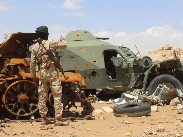 Bombe su Sanaa, donne e bambini tra i morti