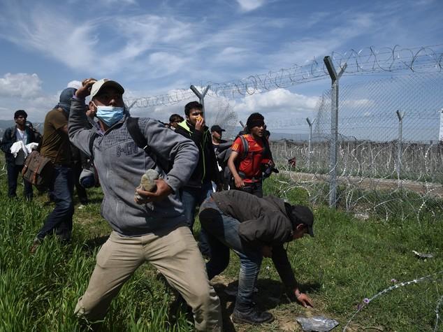 Msf, 260 migranti feriti da polizia a Idomeni