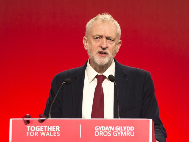 Corbyn rieletto alla guida del Labour