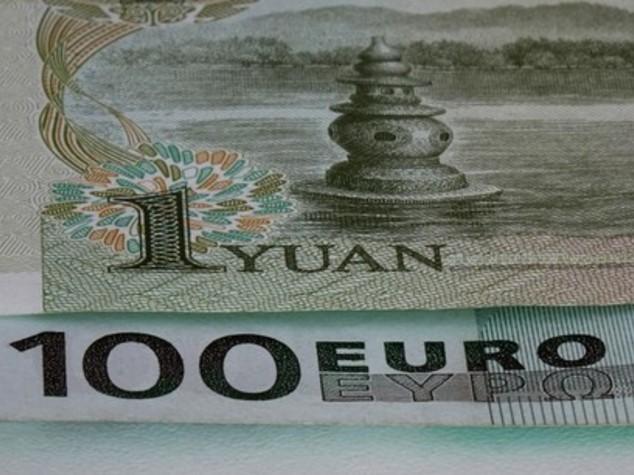 Euro: apre in rialzo sopra 1,10 dollari, risale yen