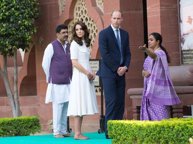 Kate Middleton con le gambe scoperte: è bufera sul Times of India