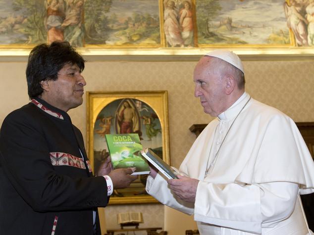 Morales dal Papa, in dono 3 libri sulla coca