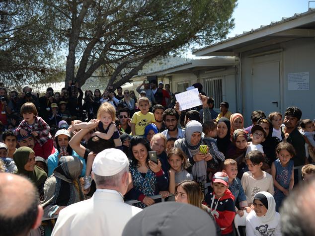 Lesbo, rivolta nel campo profughi visitato dal Papa