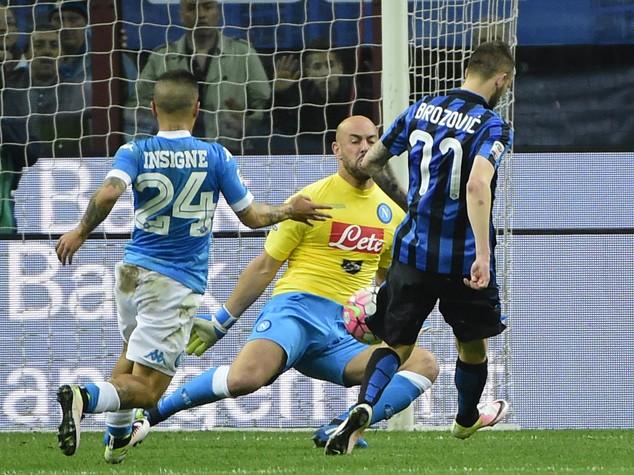 Inter batte 2-0 Napoli e consegna scudetto alla Juve