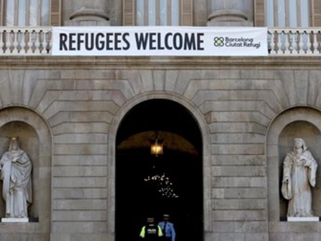 Catalogna spiazza Madrid, pronti a accogliere 1.800 migranti