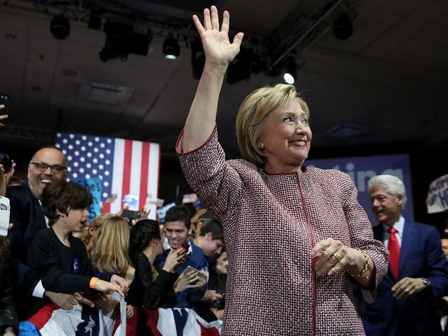 Hillary Clinton, Bill avrà ruolo governo per ripresa economica