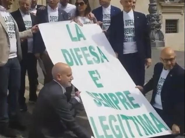 Legittima difesa, proposta di legge rinviata in Commissione: protestano Lega e M5S