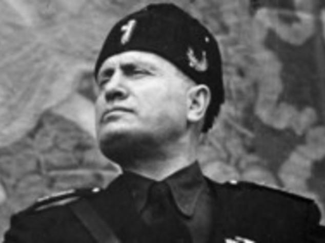 Dal saluto fascista ai busti di Mussolini, giro di vite del Pd
