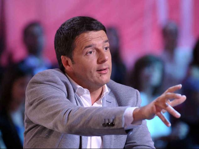 """Renzi contro la minoranza Pd """"Cascate male, cambio davvero"""""""