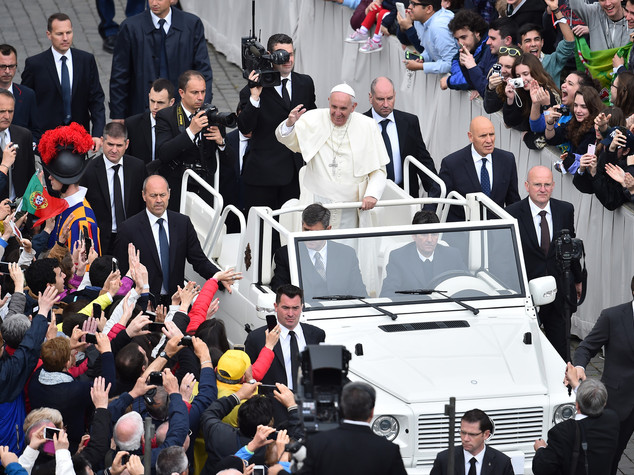 Pope Francis open to possibility of female deacons