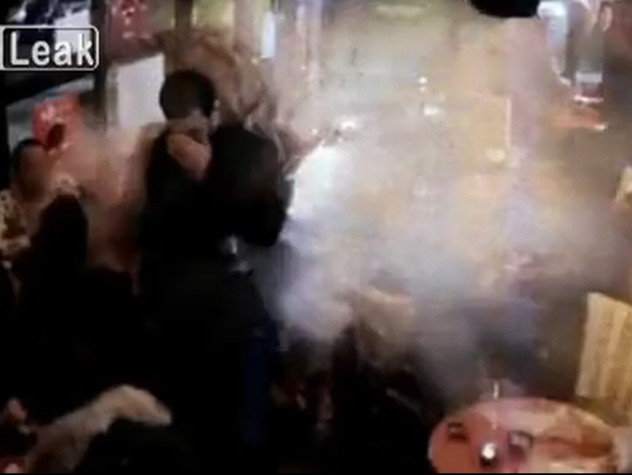 Parigi, Brahim Abdeslam si fa esplodere VIDEO