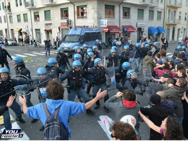 Internet day, scontri a corteo anti Renzi a Pisa