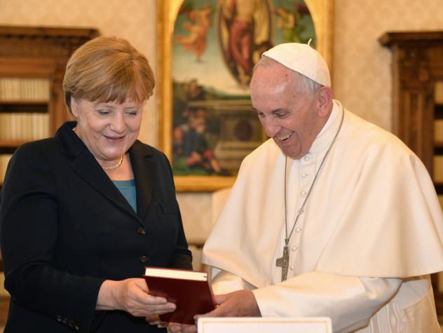 Merkel dal Papa, sintonia su crollo muri