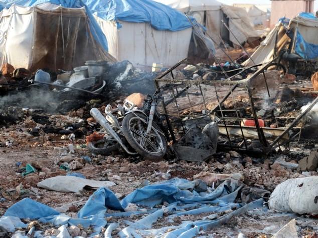 Siria, raid in un campo profughi: uccise almeno 17 persone, anche bambini