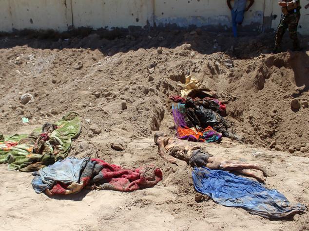 Iraq, fossa comune con oltre 400 cadaveri a Falluja
