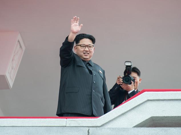 Nordcorea: chiude congresso, gigantesca sfilata omaggia dittatore