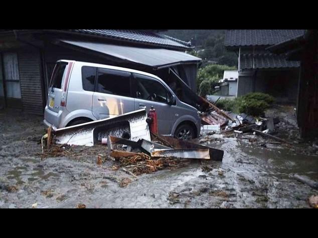 Giappone: la furia del tifone Neoguri - Il video del disastro