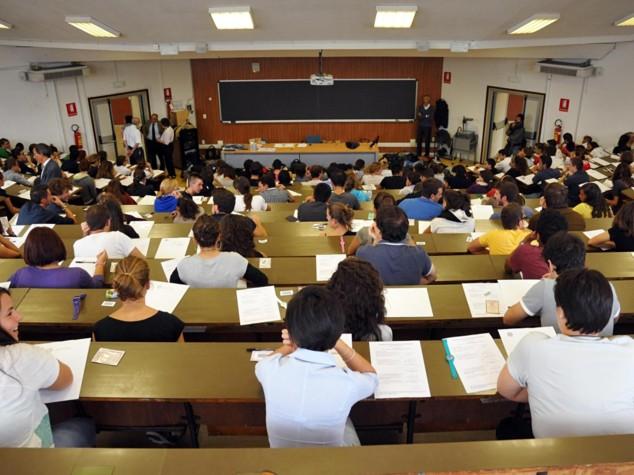 Gb, troppi debiti, 37% studenti si pente di andare all'università