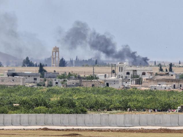 """Raid aerei turchi sulla Siria, """"almeno 35 civili uccisi"""""""