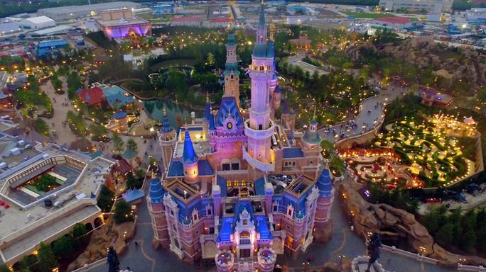 Inaugurato Shanghai Disneyland, il parco-record da 5 miliardi