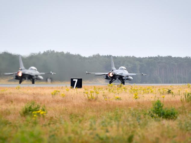 I caccia F-16 del Belgio bombarderanno postazioni Isis