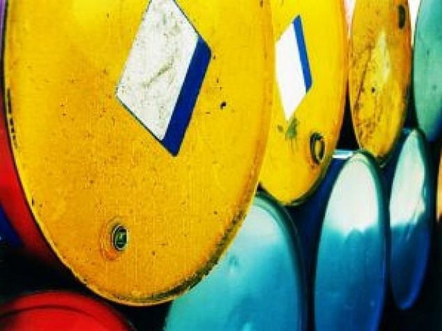 Petrolio: prezzo ancora in calo, Wti sotto 48 dollari