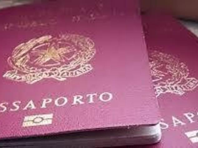 Passaporti destinati al macero finivano ai jihadisti
