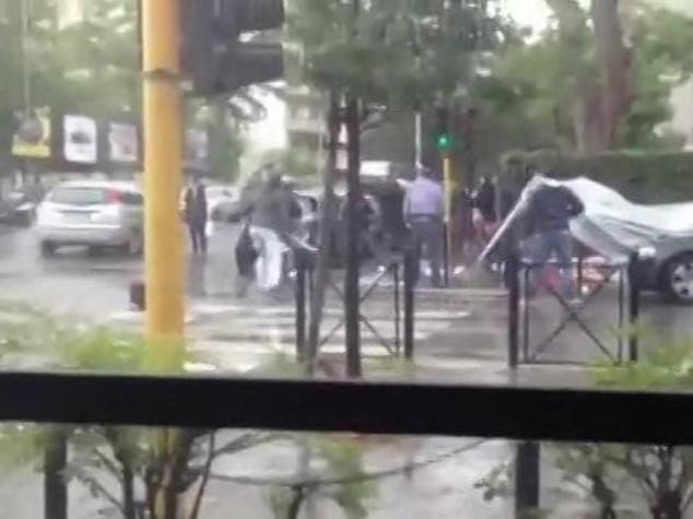 Assaltano gazebo CasaPound, feriti 4 agenti -  VIDEO