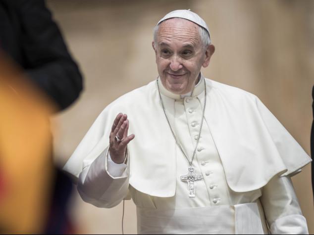 Vaticano, Clooney, Gere e Hayek premiati davanti a Papa con medaglia Ulivo