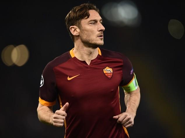 Football: Francesco Totti stays with Roma