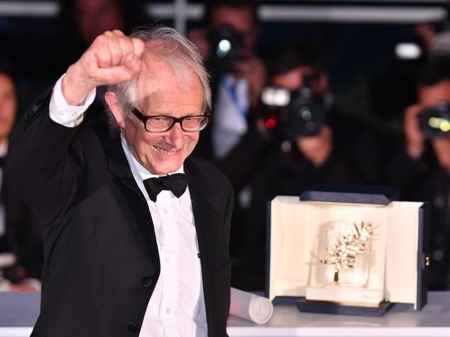 """Ken il rosso trionfa a Cannes """"un altro mondo è necessario"""""""