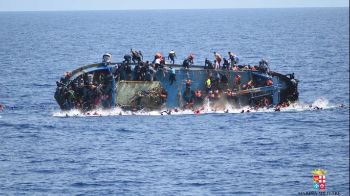 Salvati 500 migranti, recuperate 6 salme