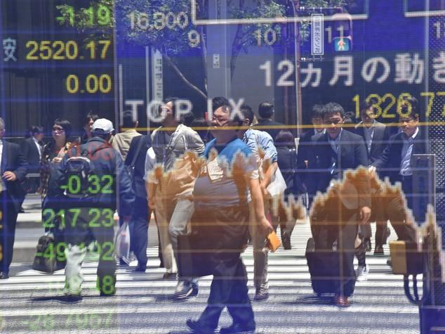 Borsa Tokyo: ansia da Brexit, il Nikkei cede il 3,51%