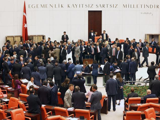 Turchia: dai deputati curdi ricorso costituzionale su immunita'