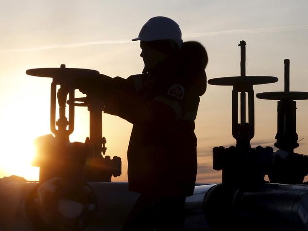 Petrolio: sauditi offrono taglio produzione ma Iran frena